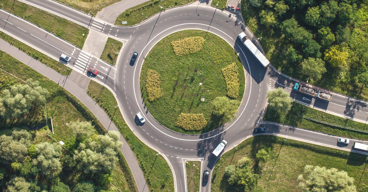 Las normas para circular en rotondas debidamente