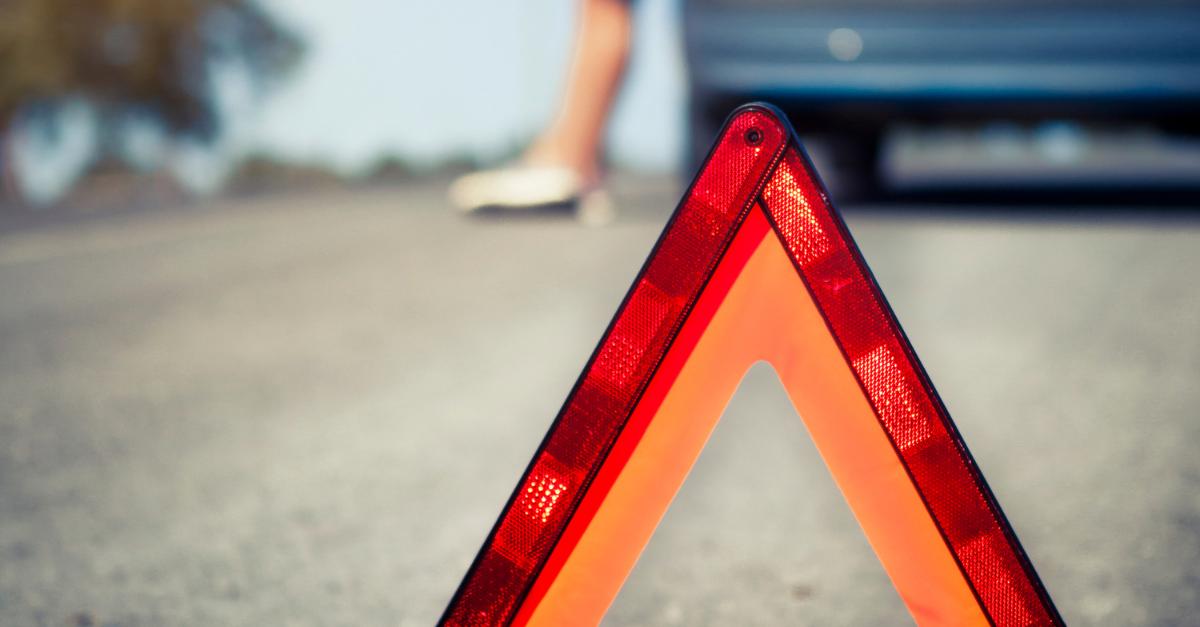 La distancia de colocación de los triángulos de emergencia durante una parada
